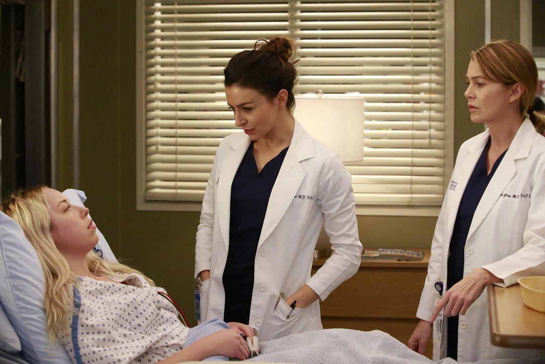 Eine Patientin (Skyler Shaye, l.), bei der Meredith (Ellen Pompeo, r.) zum ersten Mal im OP stand, kehrt ins Krankenhaus zurück... - Bildquelle: Mitchell Haaseth ABC Studios
