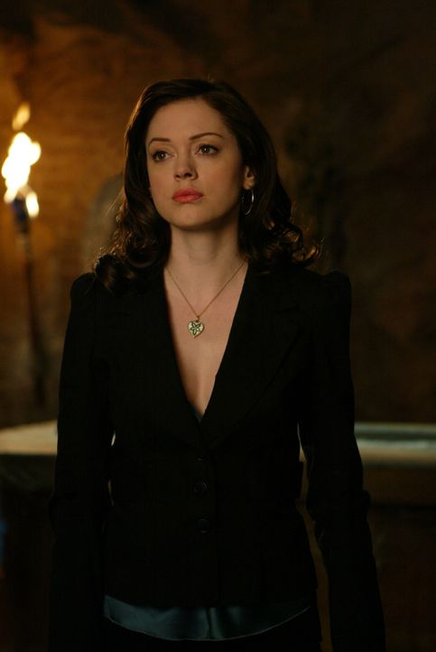 Nachdem Paige (Rose McGowan), Phoebe und Piper herausgefunden haben, dass Zankou hinter den Morden steckt, sind sie hinter dem Alchemisten, der Zank... - Bildquelle: Paramount Pictures