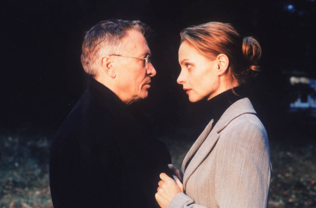 Kann Sylvie (Catherine Flemming, r.) ihrem Mann Hanno (Henry Hübchen, l.) noch vertrauen? - Bildquelle: Katrin Knoke ProSieben