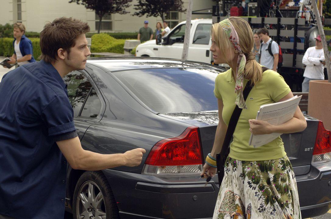 Obwohl Marissa (Mischa Barton, r.) unter dem Angriff von Trey (Logan Marshall-Green, l.) leidet, will sie ihn nicht verraten ... - Bildquelle: Warner Bros. Television