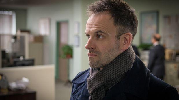 Plötzlich selbst unter Verdacht: Holmes (Jonny Lee Miller) soll in der Hochph...