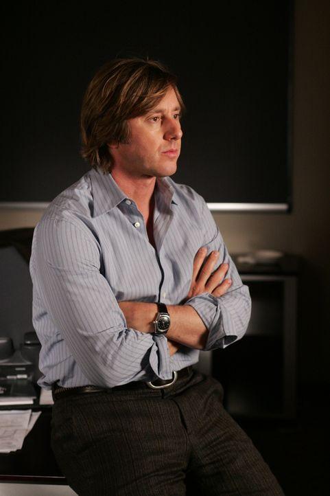 Joe Dubois (Jake Weber) arbeitet an einem Optimierungssystem für Solarzellen - nun braucht er nur noch jemanden, der seine Idee finanziert ... - Bildquelle: Paramount Network Television