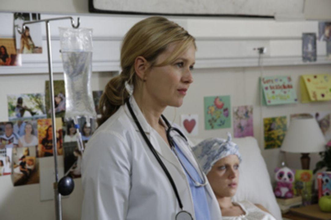 Als Greta (Stefanie Stappenbeck, l.) erfährt, dass Samenspender Mark 99 Kinder hat, glaubt sie, er habe nur aus schlechtem Gewissen ihrem gemeinsame... - Bildquelle: Melanie Clearly SAT.1