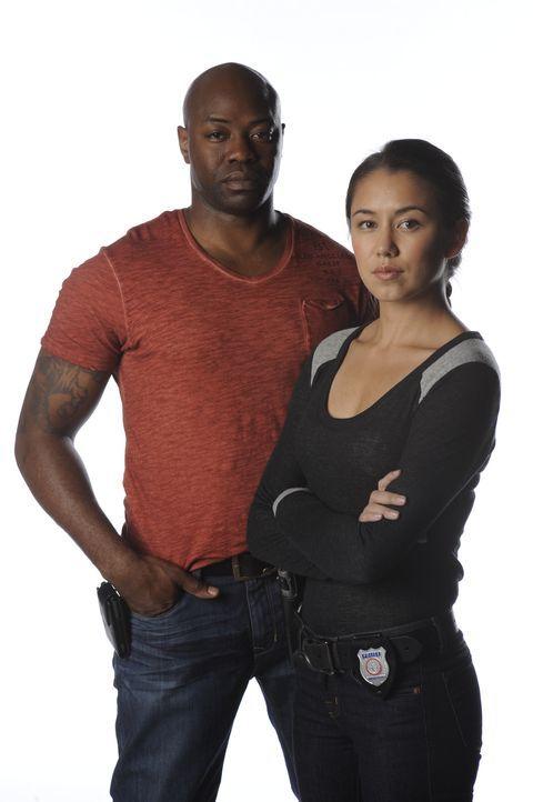 (2. Staffel) - Detective Elizabeth Liette (Luisa D'Oliveira, r.) und ihr Kollege Leo (Dayo Ade, l.) sind ein eingespieltes Team im Kampf gegen das V... - Bildquelle: CBC 2013