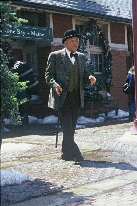 Engel Max (Peter Falk) ist immer für eine Überraschung gut ... - Bildquelle: TM &   2012 CBS Studios Inc. All Rights Reserved.