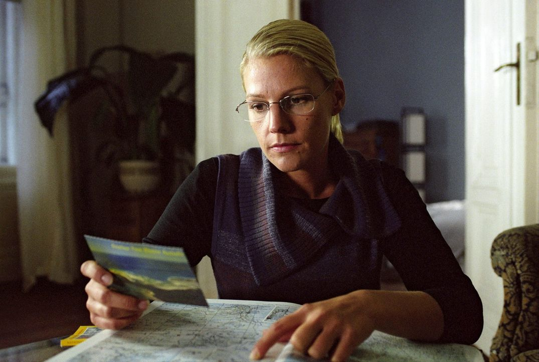 Nach einigen Recherchen vermutet Elena (Sophie Schütt) ihren Vater in Steve Atkins, der an der Westküste Australiens eine maritime Forschungsstation... - Bildquelle: Hans-Joachim Pfeiffer Sat.1