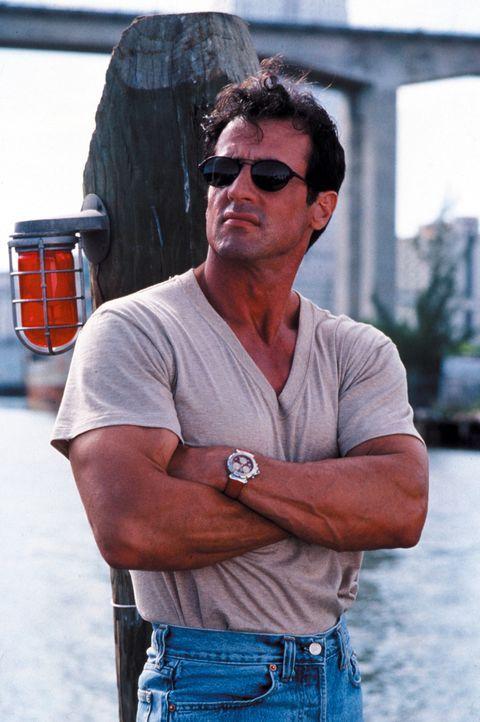 Sprengstoff-Experte Ray Quick (Sylvester Stallone) ist seines nervenaufreibenden Jobs als Profi-Killer überdrüssig. Doch dann bittet ihn die hübs... - Bildquelle: Warner Brothers