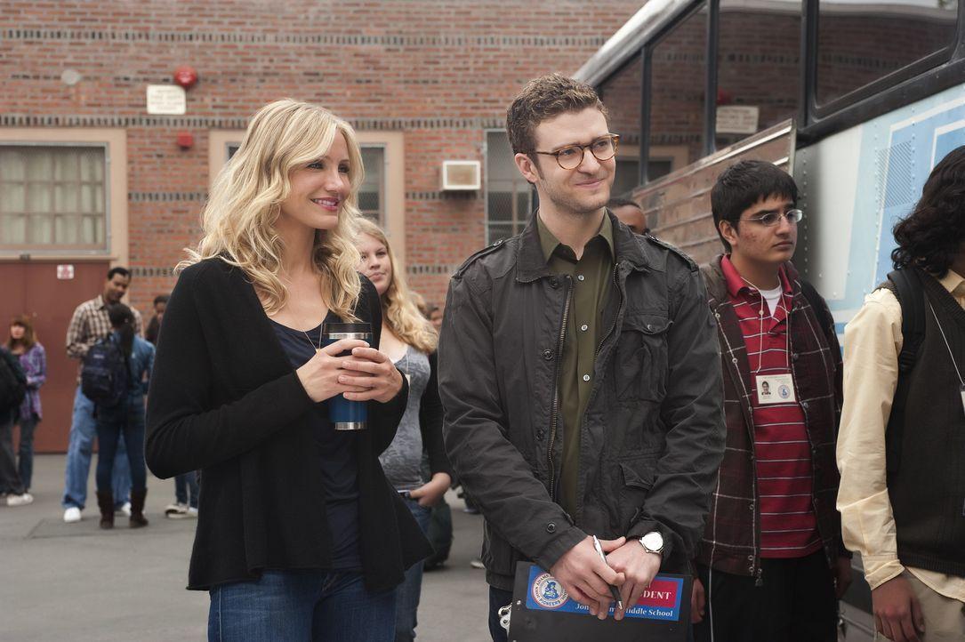 Elizabeth Halsey (Cameron Diaz, l.) und Scott Delacorte (Justin Timberlake, r.) sind Kollegen an einer Schule. Während er seinen Job als Lehrer üb... - Bildquelle: 2011 Columbia Pictures Industries, Inc. All Rights Reserved.