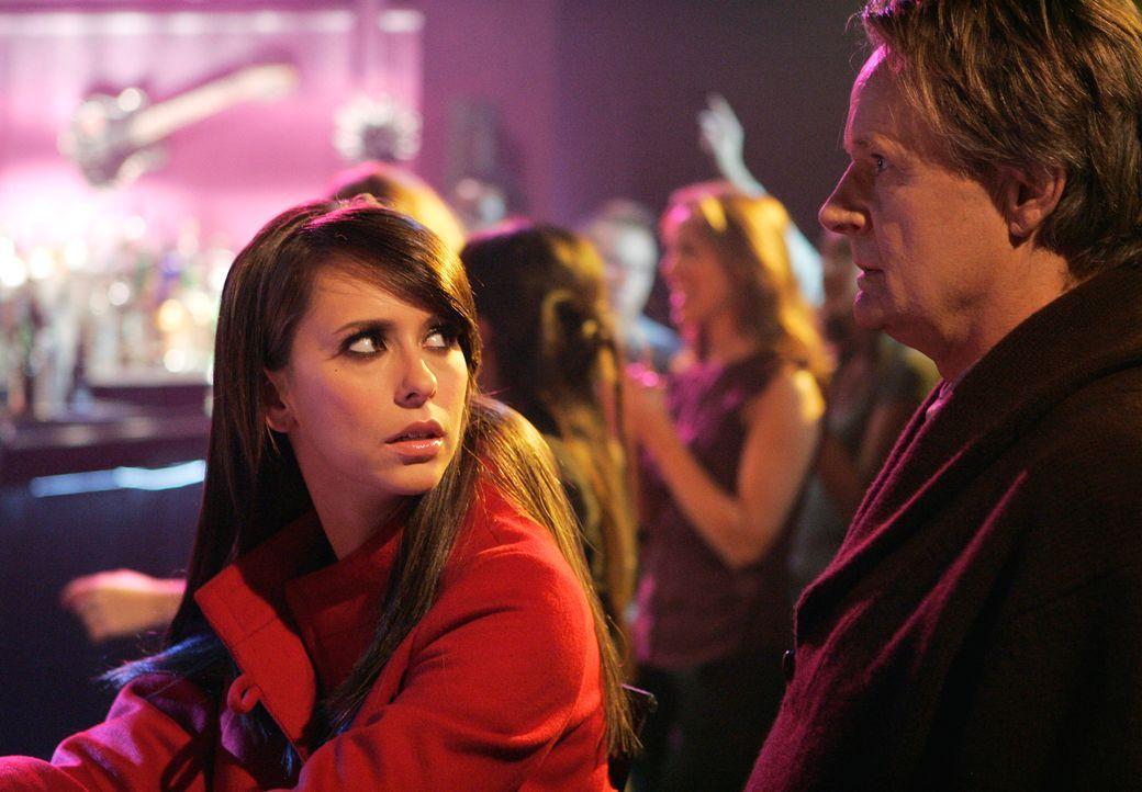 Der Geist von Patrick (Norbert Weisser, r.) nimmt auf einem Konzert Kontakt zu Melinda (Jennifer Love Hewitt, l.) auf … - Bildquelle: ABC Studios