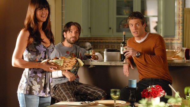 Ellie (Sarah Lancaster, l.) brennt darauf, Chucks Freundin kennen zu lernen....