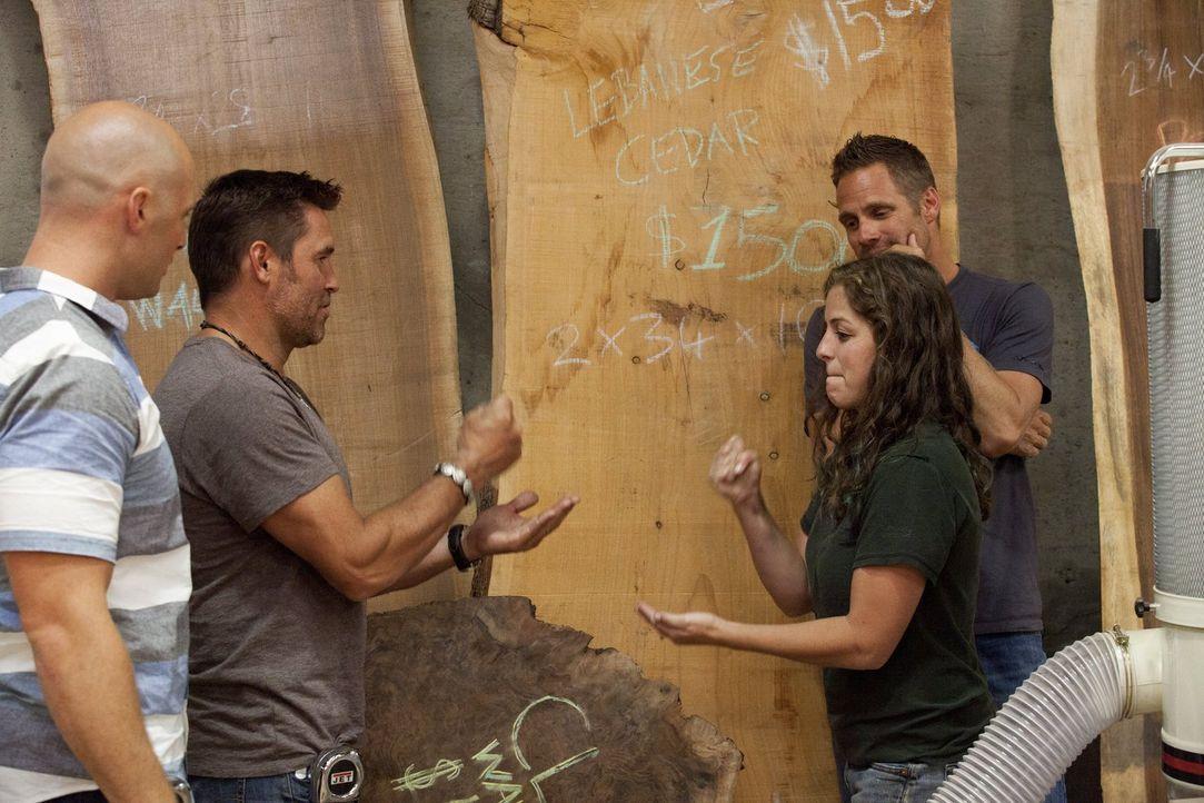 Wer macht das Rennen? Tim (2.v.l.) und Chip (l.) brauchen ein Holzstück, dass sich auch Carley (2.v.r.) und Jeff (r.) ausgesucht haben ... - Bildquelle: 2015 Warner Bros.