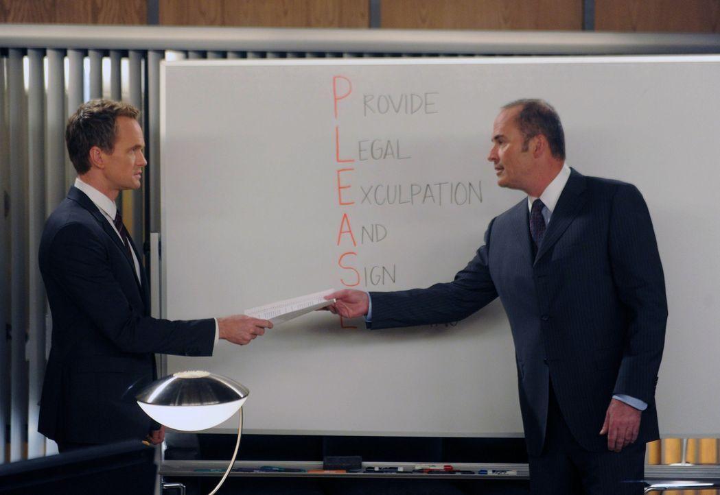 Im Alkoholrausch erfahren Ted und Robin etwas über Barney (Neil Patrick Harris, l.) und Greg (Mark Derwin, r.) ... - Bildquelle: 2014 Twentieth Century Fox Film Corporation. All rights reserved.