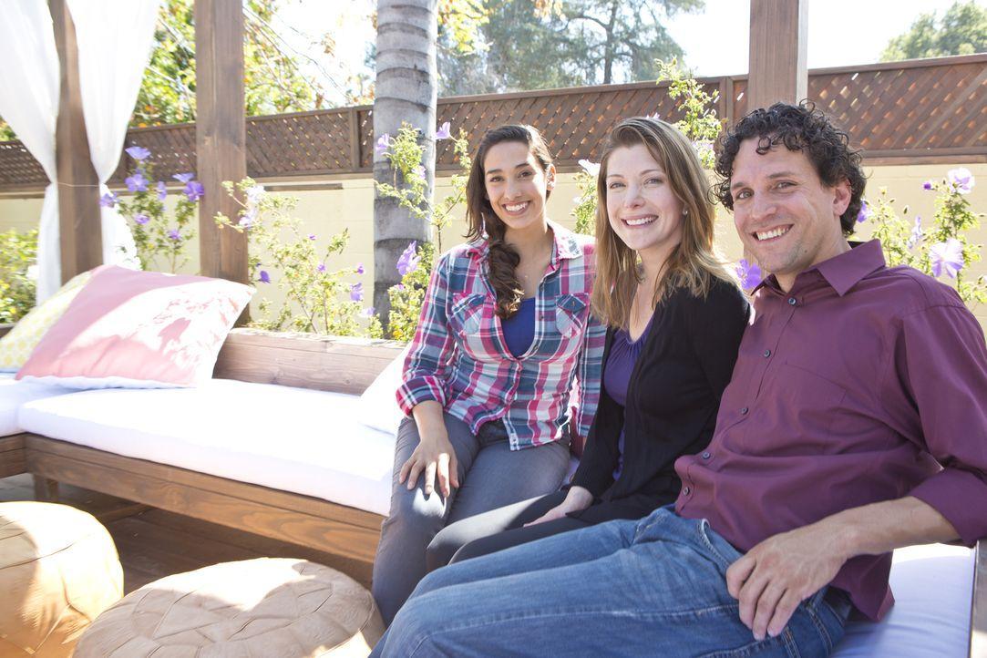 Diesmal wartet auf Garten Designerin Sara (l.) eine ganz besondere Herausforderung. Danielle (M.) und Eddie (r.) wünschen sich einen Garten ohne Ras... - Bildquelle: 2013, DIY Network/Scripps Networks, L.L.C. All rights Reserved