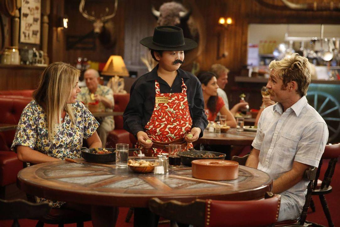 Ob die Gäste im Restaurant mit Eddie (Hudson Yang, M.) zufrieden sind? - Bildquelle: 2015 American Broadcasting Companies. All rights reserved.