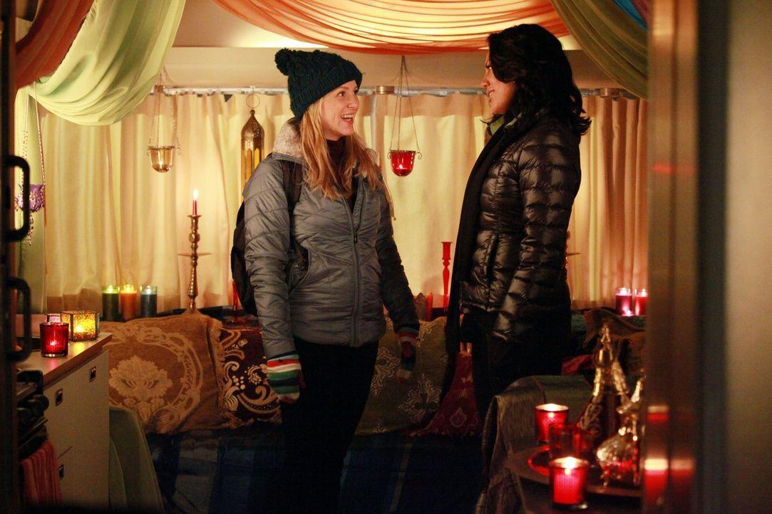 Während Lexie klar wird, dass sie Mark ihre wahren Gefühle gestehen muss, verbringen Callie (Sara Ramirez, r.) und (Jessica Capshaw, l.) einen roman... - Bildquelle: ABC Studios