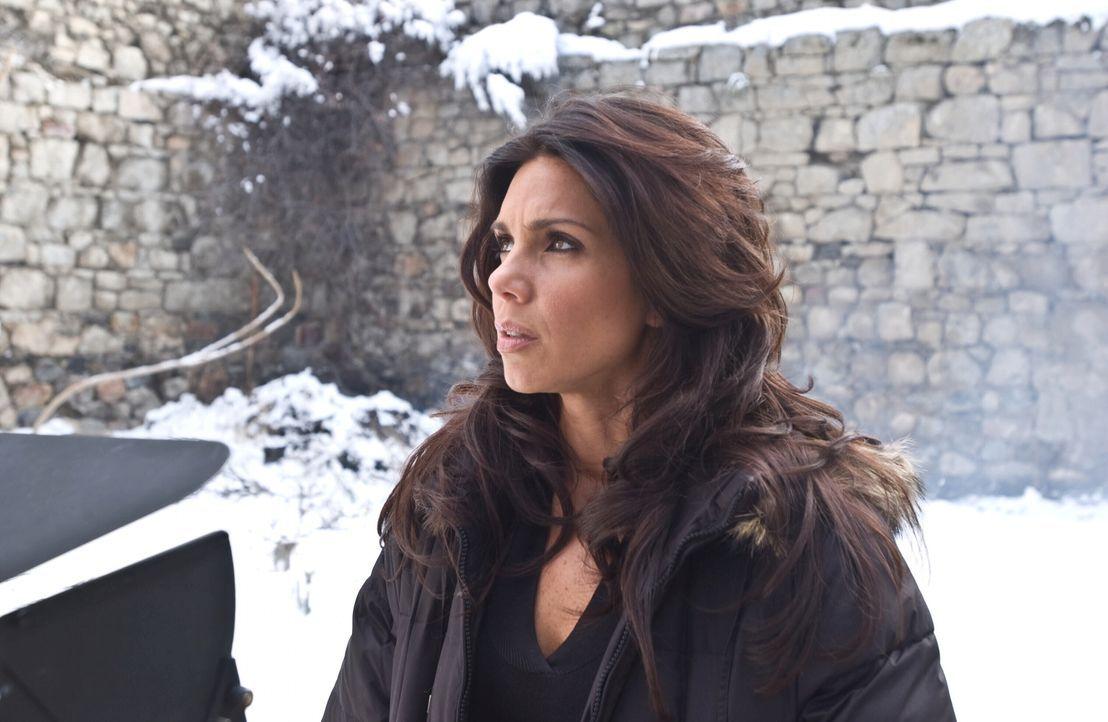 Schon bald entdeckt Polizeipsychologin Maya Castenada (Tessie Santiago), dass sie, um den Täter zu finden, in seinen Kopf eindringen muss. Wenn sie... - Bildquelle: Warner Bros. Television