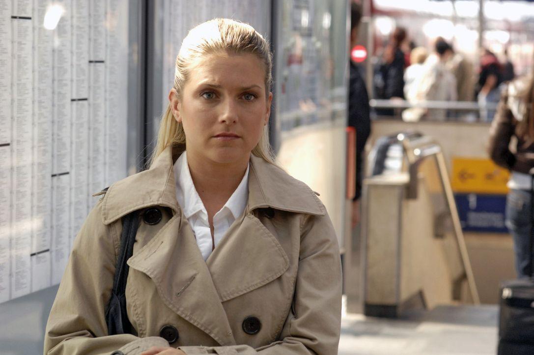 Anna (Jeanette Biedermann) ist entschlossen, den Job in Hamburg anzunehmen. - Bildquelle: Sat.1