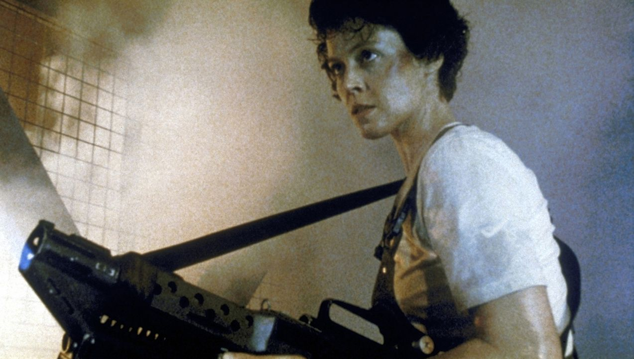 In Ripley (Sigourney Weaver) erwacht der Killerinstinkt: Die Aliens sollen nur kommen! - Bildquelle: 20th Century Fox of Germany