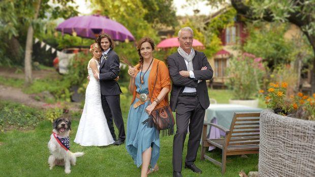 Jade (Lea Ruckpaul, l.) und Oliver (Tilman Pörzgen, 2.v.l.) lieben sich und w...