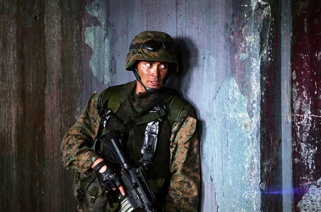 """Als der amerikanische Helikopter """"Eagle One"""" mitten im philippinischen Dschungel abstürzt, schickt General Lewis seinen besten Mann los, um die Üb... - Bildquelle: 2005 The Pacific Trust. All Rights Reserved."""