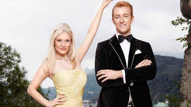 Katharina hält (Ex-)Freund Mario-Max die Krone
