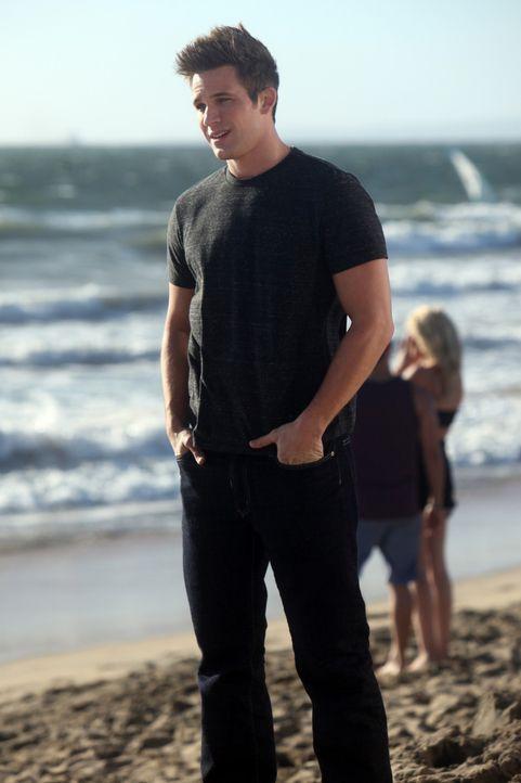 Liam (Matt Lanter) ist nicht nur selbst begeisterter Surfer. Nun möchte er seine Leidenschaft in sein tägliches Leben integrieren. Mit einem eigen... - Bildquelle: TM &   CBS Studios Inc. All Rights Reserved