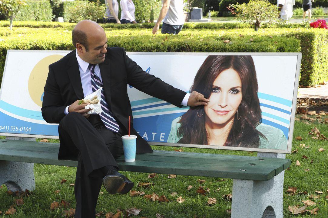 Andy (Ian Gomez) macht eine freudige Entdeckung ... - Bildquelle: 2010 ABC INC.