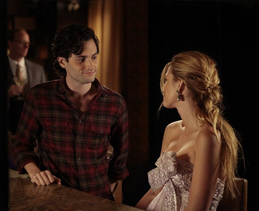 Serena (Blake Lively, r.) gibt sich Mühe, ihre Freundschaft mit Dan (Penn Badley, l.) zu kitten, ist jedoch entsetzt als sie erfährt, dass er Blair... - Bildquelle: Warner Bros. Television