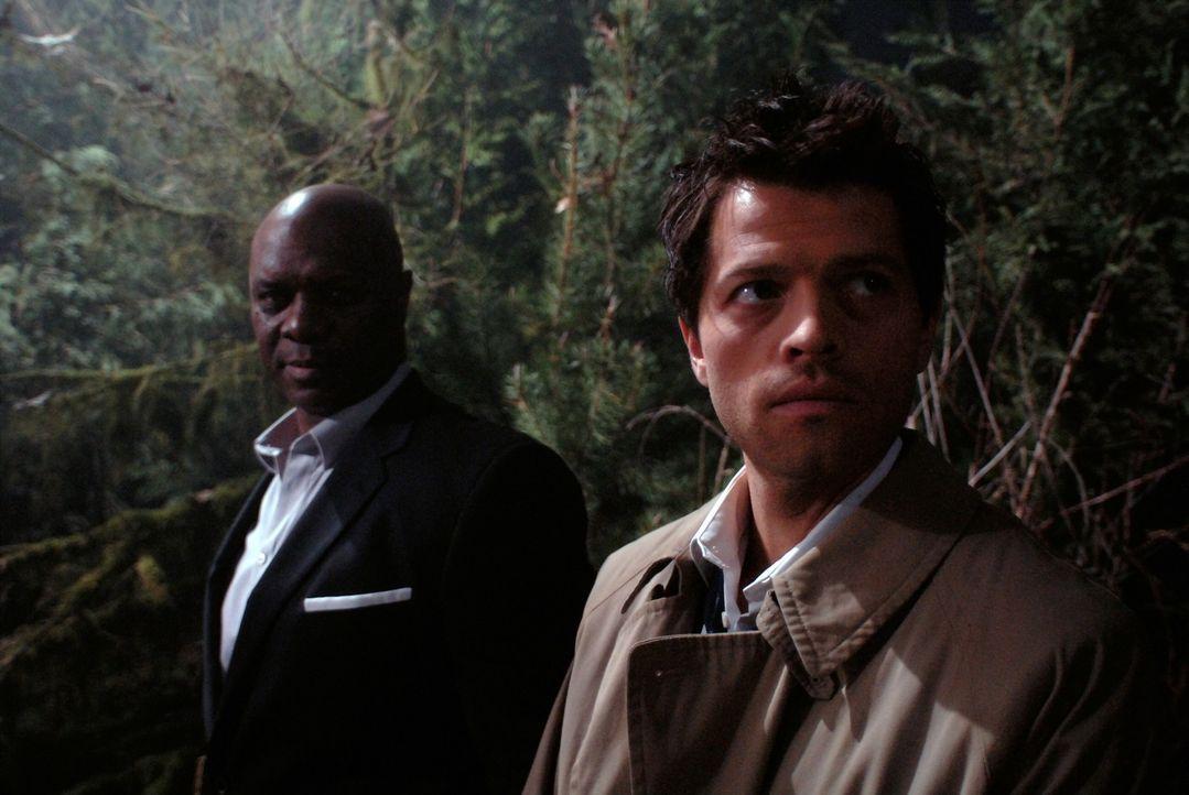 Sind ebenfalls auf der Suche nach Anna: Uriel (Robert Wisdom, l.) und Catiel (Misha Collins, r.) ... - Bildquelle: Warner Brothers