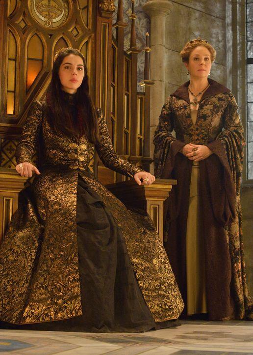 Mary (Adelaide Kane, l.) und Catherine (Megan Follows, r.) treten gemeinsam vor den besorgten königlichen Hof ... - Bildquelle: Ben Mark Holzberg 2014 The CW Network, LLC. All rights reserved.