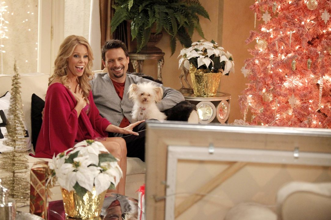 Verbringen ein ganz besonderes Weihnachten zusammen: Dallas (Cheryl Hines, l.) und George (Jeremy Sisto, r.) ... - Bildquelle: Warner Brothers