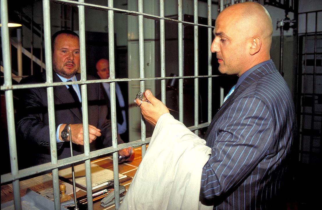 Die junge Kommissarin Marlene Becker kann nicht glauben, dass die Gefängnisstrafe Jürgen Beluga (Leon Boden, r.) geläutert hat. Schon bald scheinen... - Bildquelle: Wolfgang Jahnke ProSieben