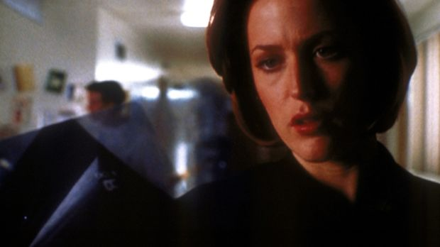 Scully (Gillian Anderson) ist erschüttert, als sie ihren todkranken früheren...
