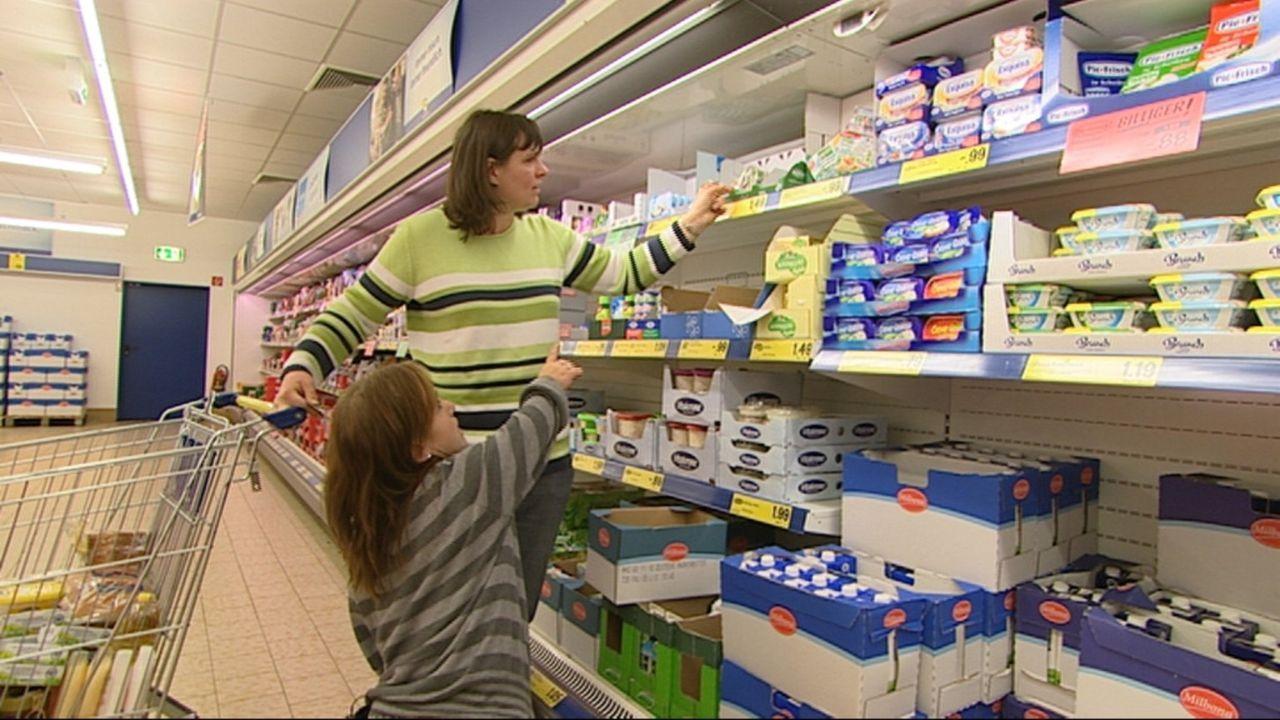 Sie ist nur 1,13 m groß und meistert ihren Alltag mit ihrem Mann und drei Kindern. Wie geht das, wenn schon Supermarktregale in unerreichbarer Höh... - Bildquelle: SAT.1