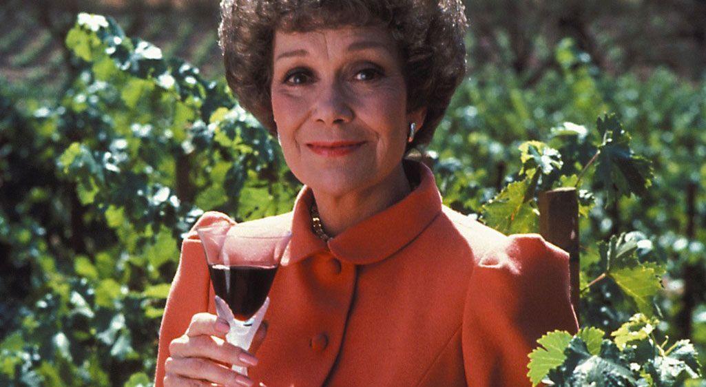 Der Weinanbau ist Angelas Leben - Bildquelle: Warner Brothers