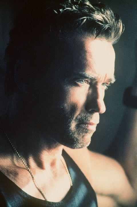 Mitten in einem Machtspiel der überirdischen Mächte Gut und Böse: der heruntergekommene Ex-Cop Jericho Cane (Arnold Schwarzenegger) ...