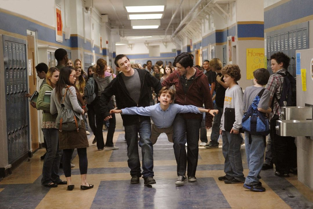 Emmit (David Dorfman, M.) und seine beiden Leidensgenossen Ryan und Wade wollen sich nicht länger vom brutalen Mitschüler Filkins (Alex Frost, l.)... - Bildquelle: 2007 Paramount Pictures