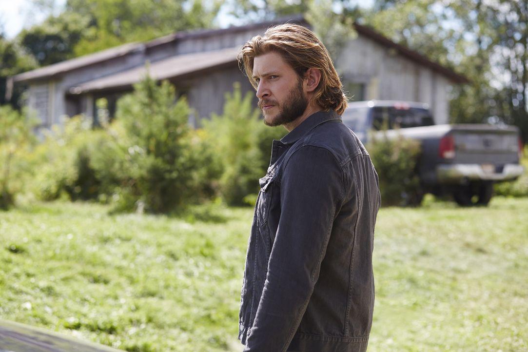 Nach und nach wird Clay (Greyston Holt) und Elena bewusst, dass sie nicht Malcolms einzige Feinde sind ... - Bildquelle: 2015 She-Wolf Season 2 Productions Inc.