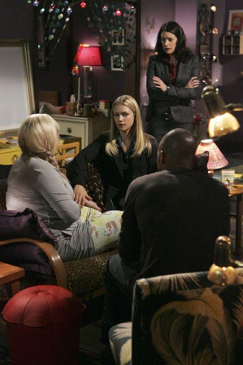 Um den Täter, der sich als Staatsanwalt ausgegeben hat, zu finden, muss Penelope (Kirsten Vangsness, l.) ihren Kollegen Morgan (Shemar Moore, r.), P... - Bildquelle: Touchstone Television