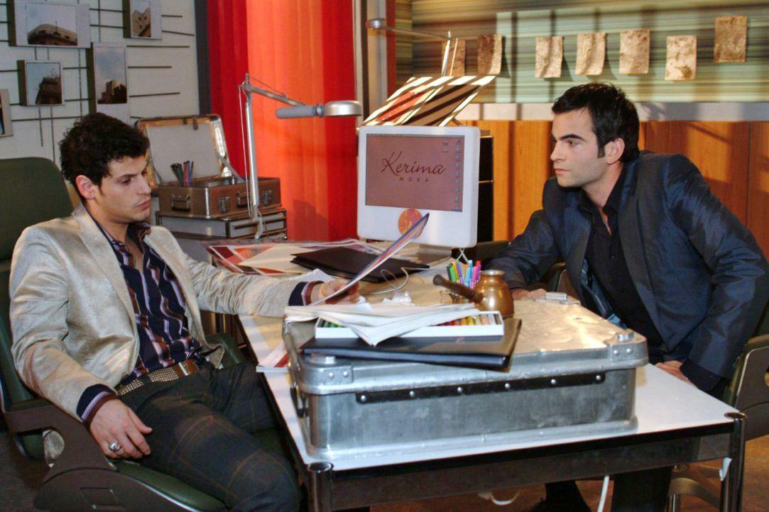 Nach einem Gespräch mit Rokko (Manuel Cortez, l.) wird David (Mathis Künzler, r.) klar, dass er Lisa ungerecht behandelt hat. - Bildquelle: Monika Schürle Sat.1