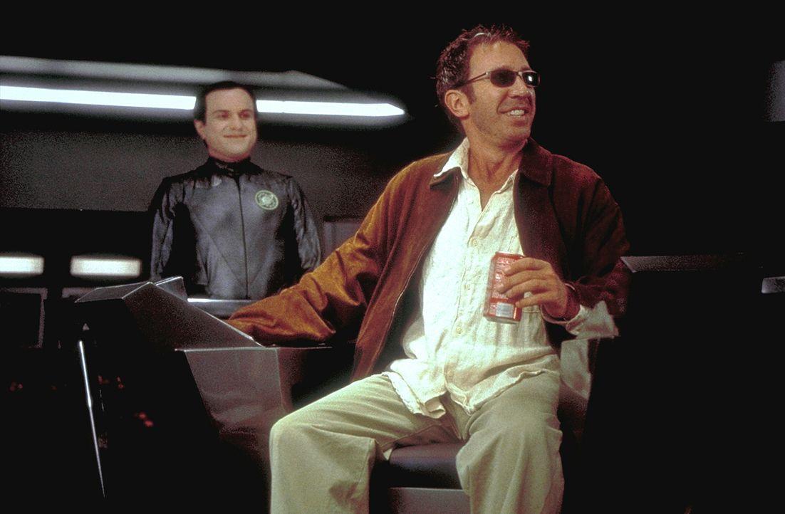 Commander Jason Nesmith (Tim Allen, l.) ahnt nicht, dass Mathesar (Enrico Colantoni, r.) mit einem folgenschweren Auftrag anrückt ... - Bildquelle: DreamWorks Distribution LLC