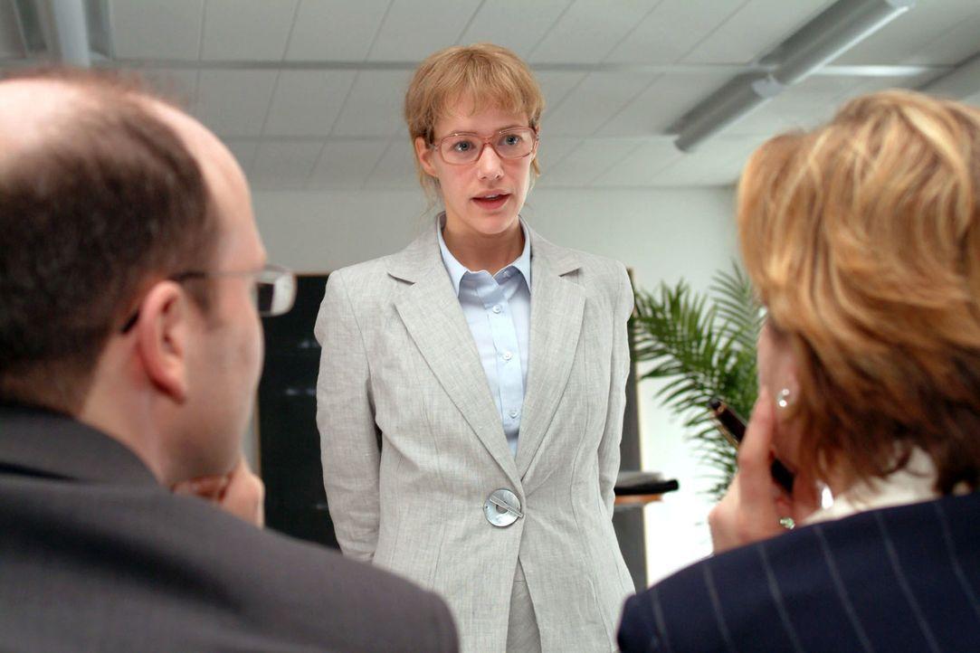 Das Kostüm sitzt - aber ob Lisa (Alexandra Neldel) beim Banktermin überzeugen und den Kredit einstreichen kann? (Dieses Foto von Alexandra Neldel da... - Bildquelle: Monika Schürle Sat.1