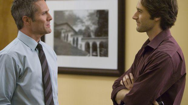 Harry (Rob Estes, l.) und Ryan (Ryan Eggold, r.) planen einen Männerabend - d...
