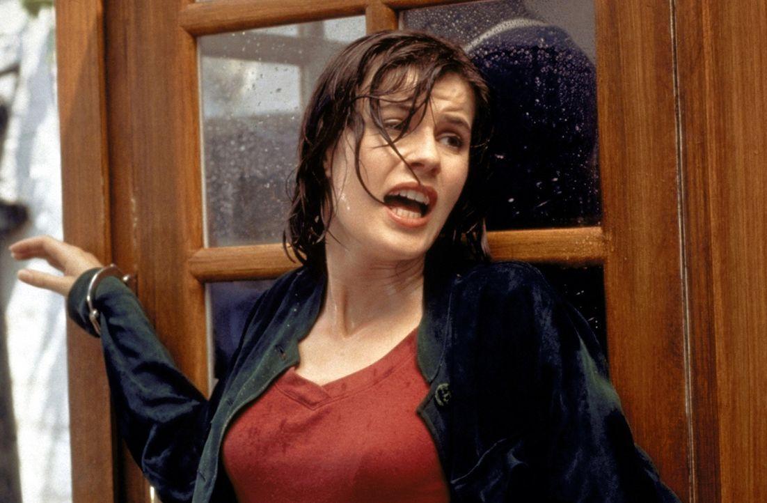 Auf der Flucht durch Europa: Prof. Marieke van den Broeck (Irène Jacob) gerät durch ein Gutachten in eine lebensgefährliche Situation ... - Bildquelle: Warner Bros.