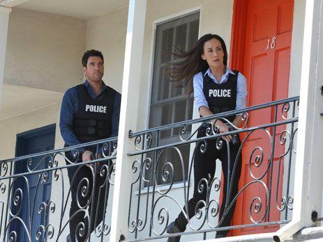 Stalker - Müssen einen neuen Fall lösen: Lieutenant Beth Davis (Maggie Q, r.)...