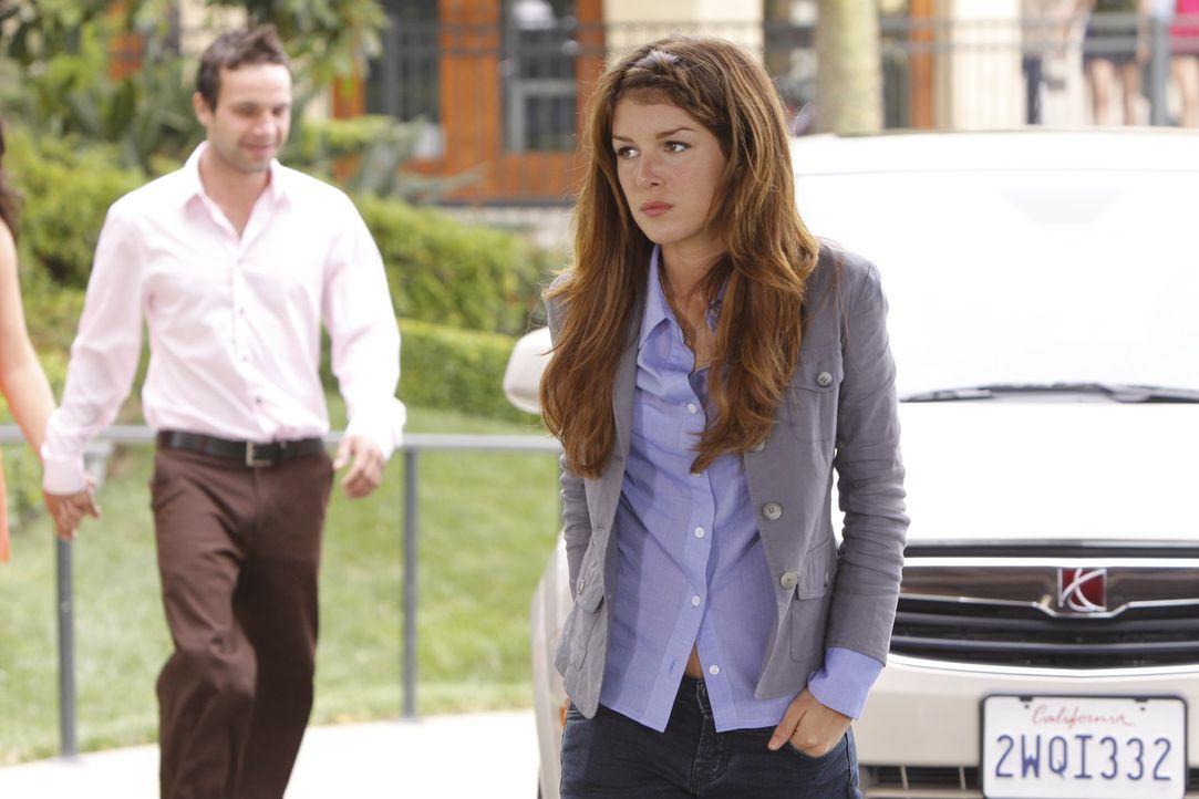 Annie (Shenae Grimes, r.) wird immernoch von Schuldgefühle wegen ihrer Fahrerflucht geplagt... - Bildquelle: TM &   CBS Studios Inc. All Rights Reserved