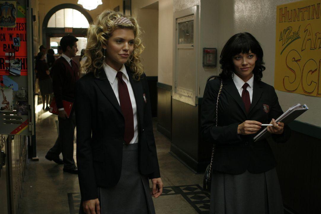 Schon bald findet Molly an ihrer neuen Schule nette Freundinnen. Insbesondere die ausgeflippte Leah (Shannon Woodward, r.) hat es ihr angetan, aber...