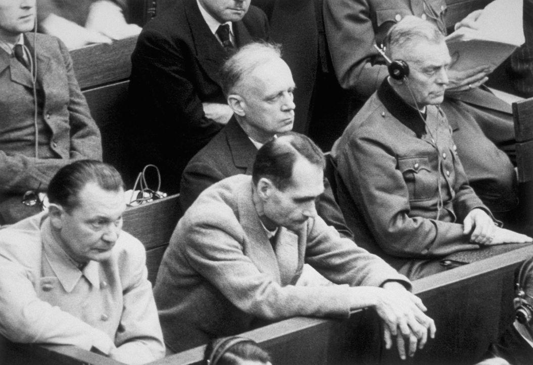 Der Prozess gegen die Hauptkriegsverbrecher, die Kriegsverbrechen und Verbrechen gegen die Menschlichkeit begangen hatten, wurde vom 20. November 19... - Bildquelle: Central Press/Getty Images