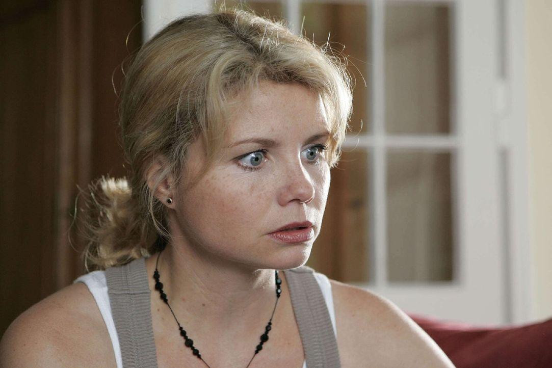 Peggy (Annette Frier) kommt dem Mörder am Ende bedrohlich nahe ... - Bildquelle: Sat.1