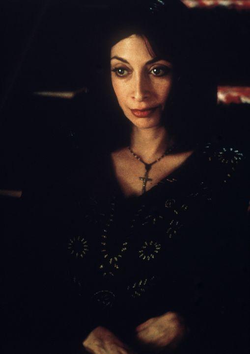 Eines Tages hypnotisiert die Spiritistin Lisa (Illeana Douglas) einen einfachen Familienvater ... - Bildquelle: 20th Century Fox